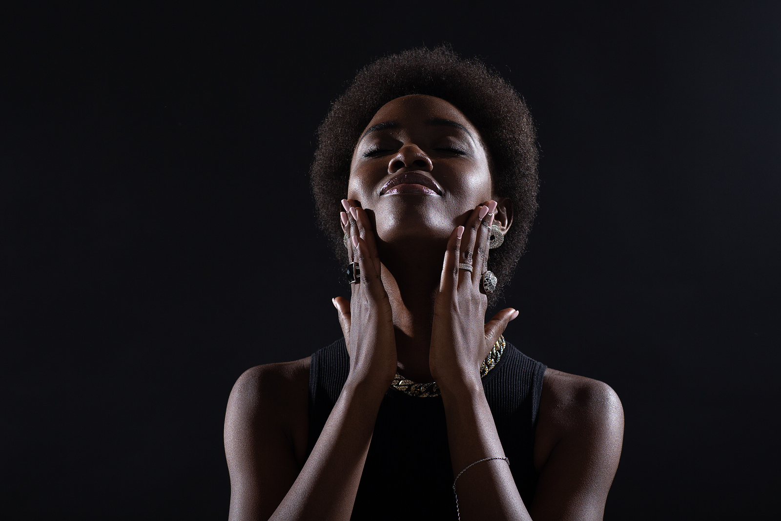 Black woman putting hands on face. When you're able to gain acceptance of the moment and find a way to move forward, freedom is possible. Why not try acceptance and commitment therapy in Detroit, MI. Our online therapists would love to help via online therapy in Michigan. Call now and begin act therapy soon!